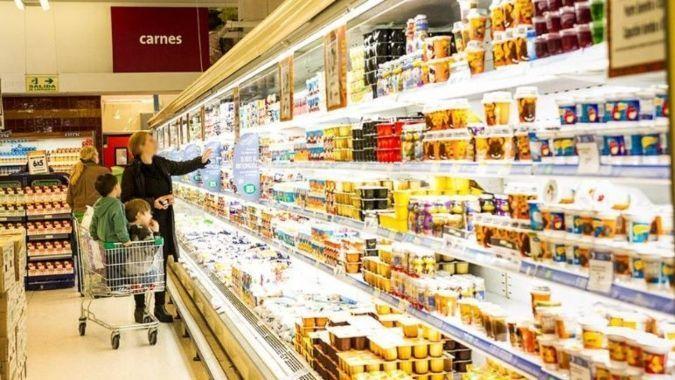 Gobierno sella acuerdo de precios para canasta básica con aumentos de 7%