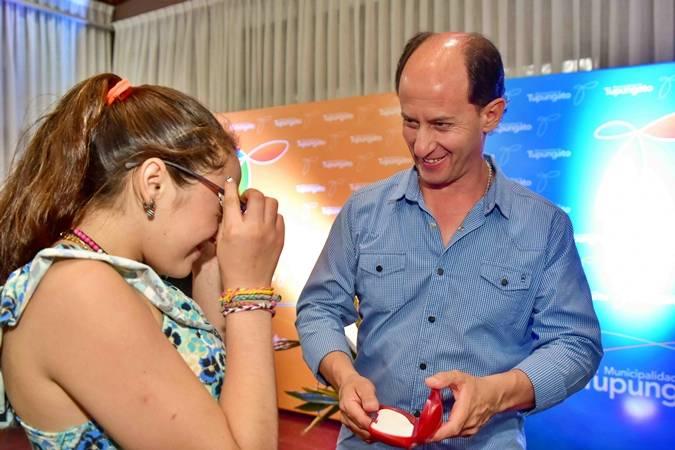 «Una Nueva Mirada»: 250 tupungatinos recibieron sus anteojos en la última etapa del programa