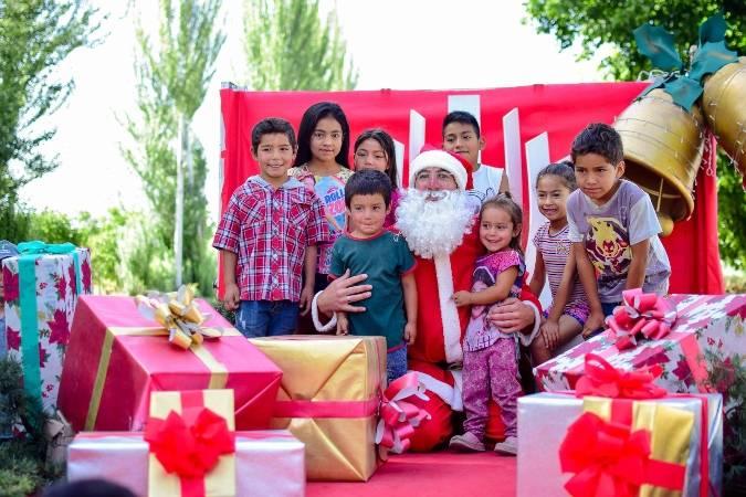 Papá Noel y los Reyes Magos les sacaron sonrisas a miles de niños en su visita a Tupungato