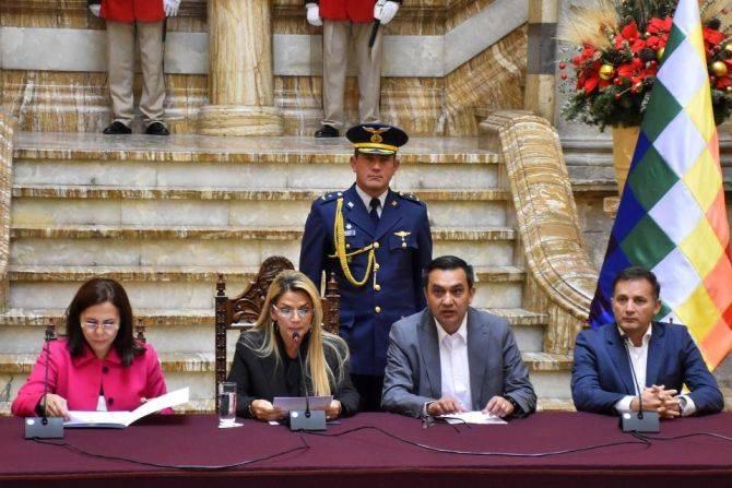 Bolivia expulsó a diplomáticos de México y España declarándolas «personas no gratas»